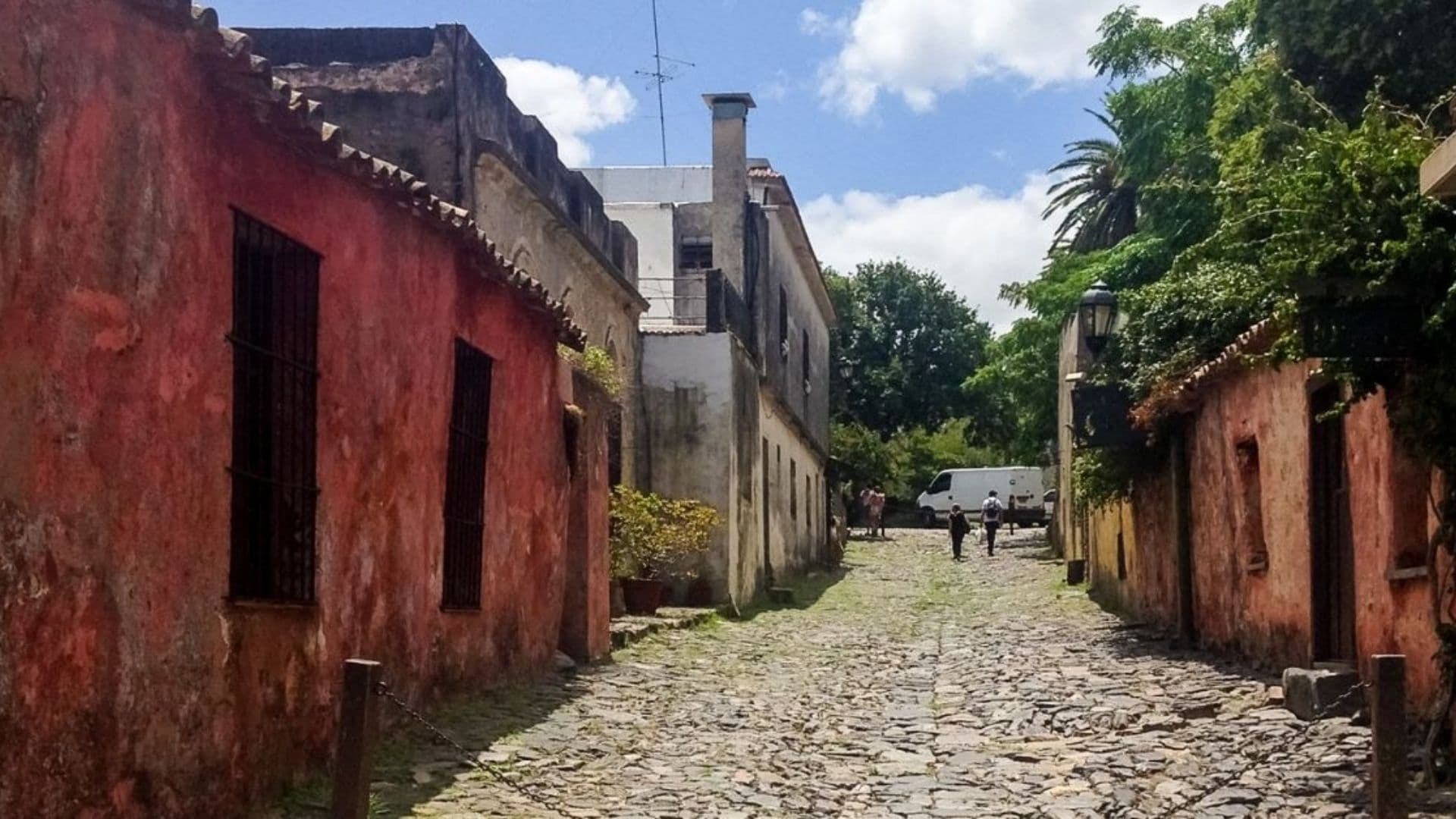 Colonia del Sacramento vacation how to save money traveling